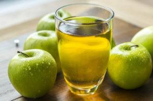 Czy dobrze jest pić sok jabłkowy?