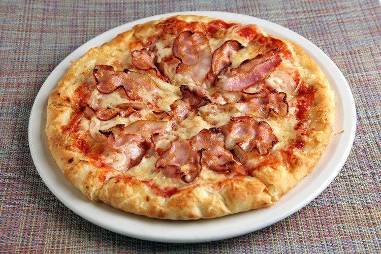 Nadzienie do pizzy z boczkiem, serem i pomidorami