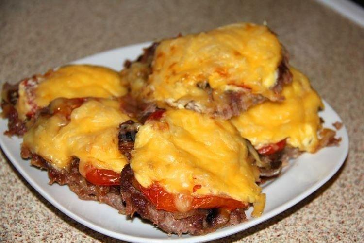 Francuskie mięso z pomidorami w piekarniku - przepisy kulinarne