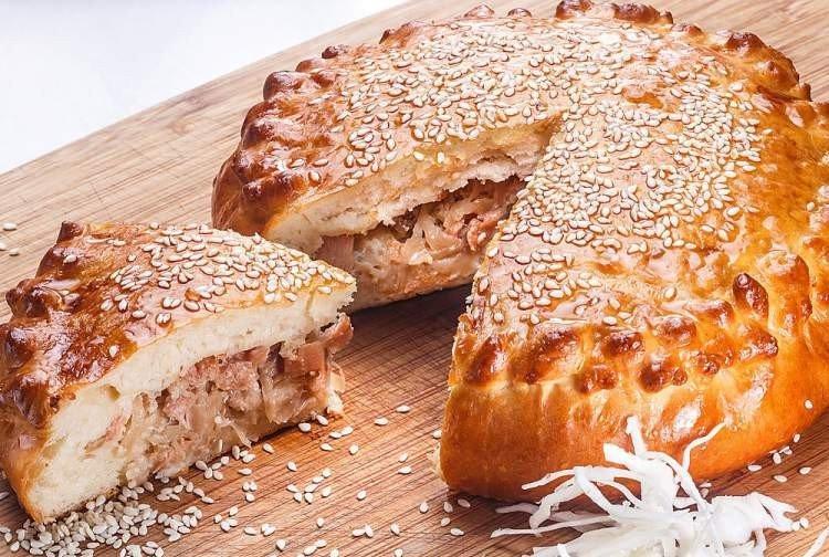 Ciasto z kiszoną kapustą i rybą w piekarniku - przepisy kulinarne
