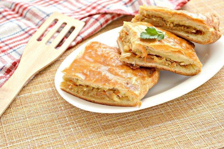 Ciasto z kapustą i zieloną cebulką w piekarniku - przepisy kulinarne