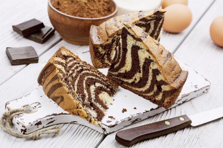 Klasyczne ciasto zebra ze śmietaną - przepisy kulinarne