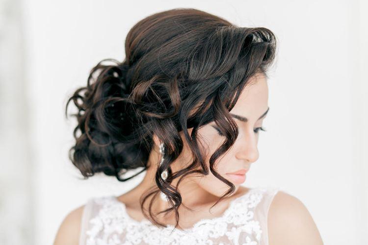 Fryzury ślubne na długie włosy: 20 pomysłów