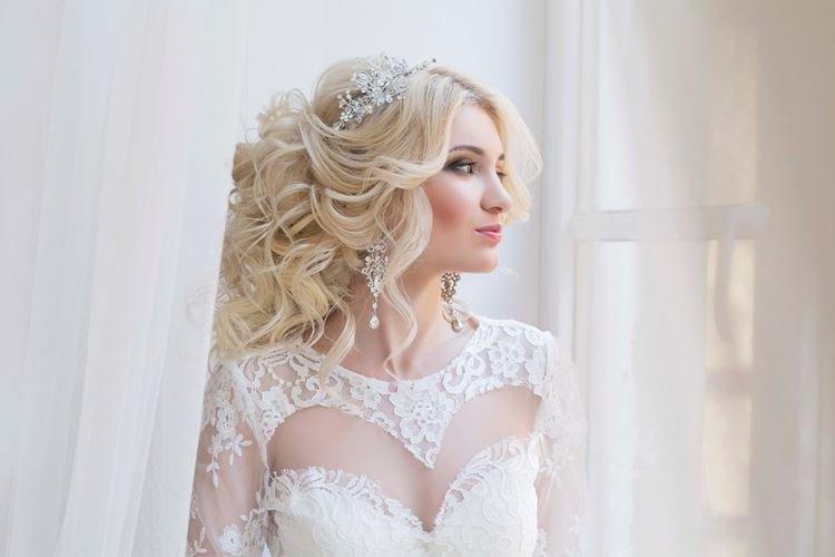 Delikatna klasyka - Fryzury ślubne na długie włosy
