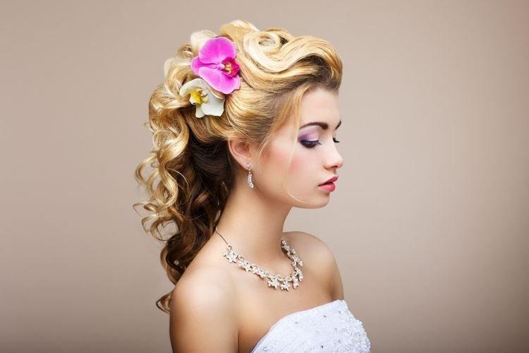 Stylizacja Kwiatowa - Fryzury Ślubne dla Długich Włosów
