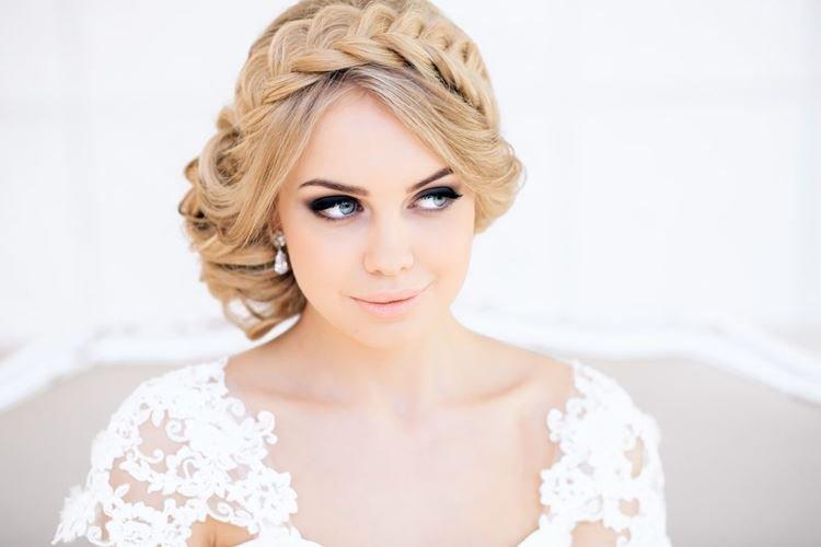 Warkocz zamiast tiary - Fryzury ślubne na długie włosy