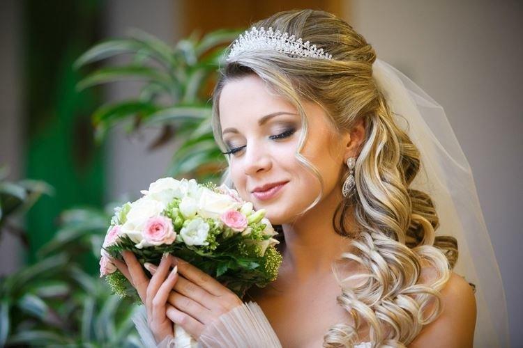 Malwinka z welonem - Fryzury ślubne na długie włosy